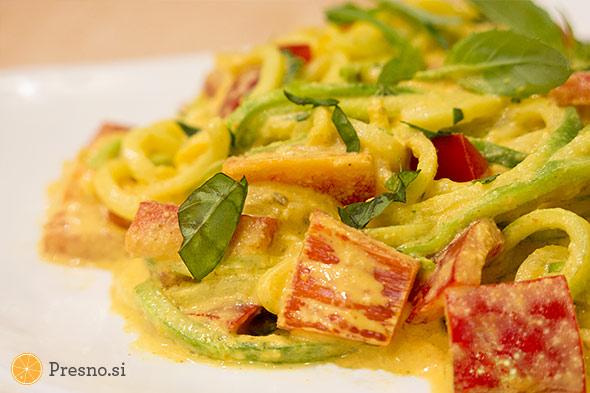 Bučkini špageti s curryjem