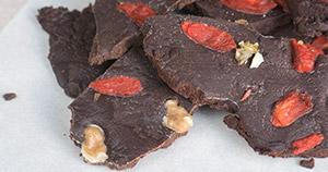 Čokolada z orehi in goji jagodami