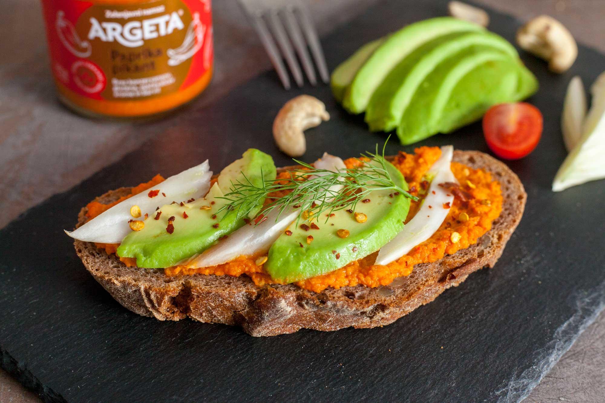 Avokado koromač vegan sendvič