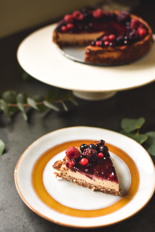 Veganski cheesecake s tofujem in borovnicami