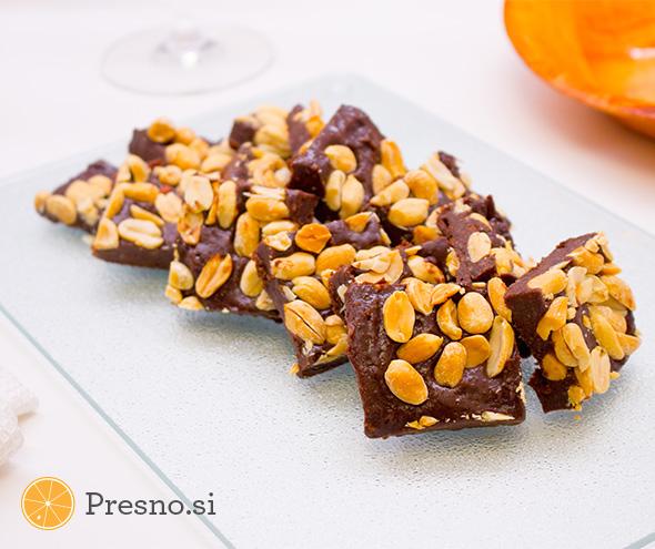 Čokoladni prigrizki z arašidi