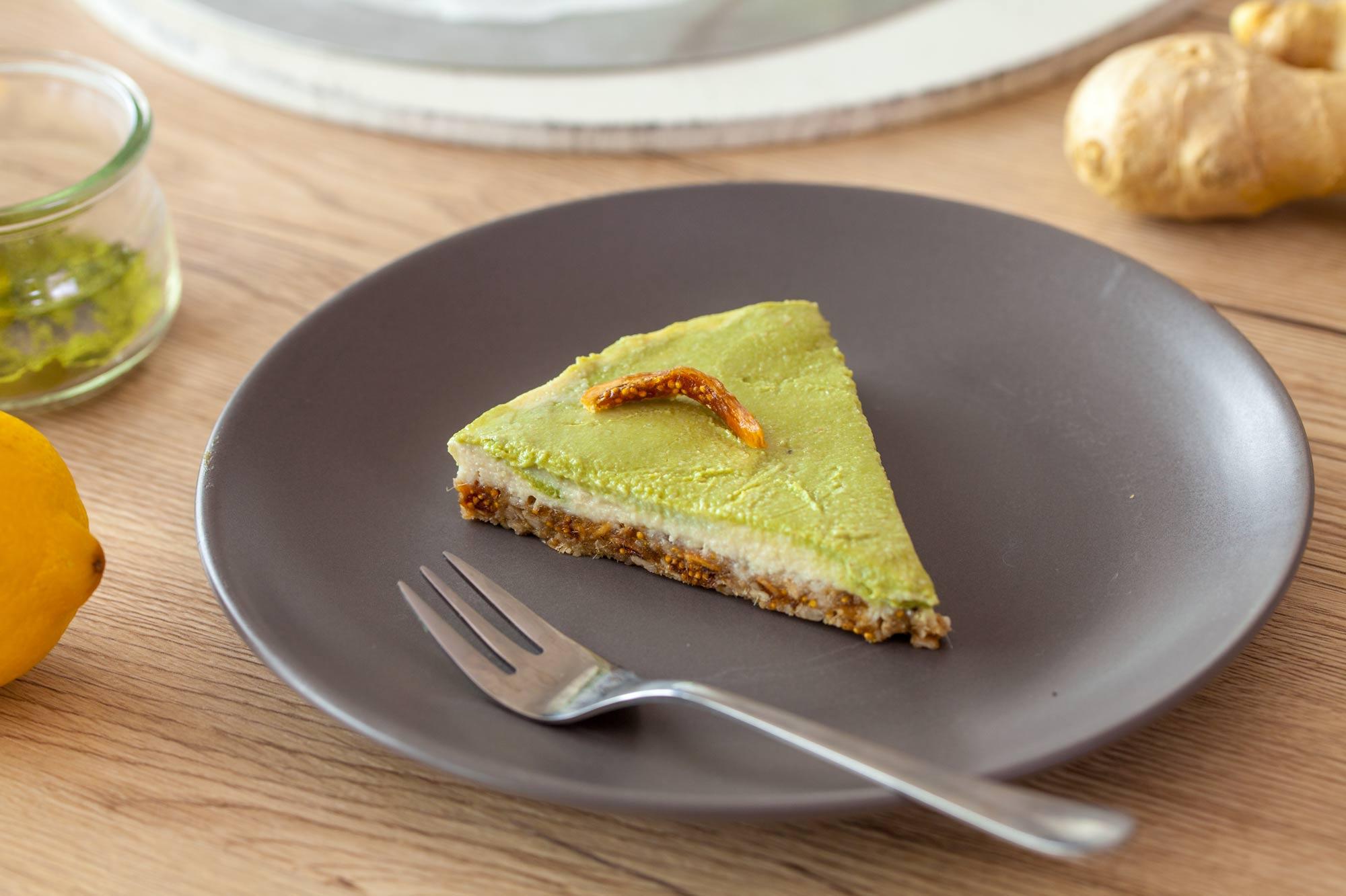 Detox torta z limono, ingverjem in matcho