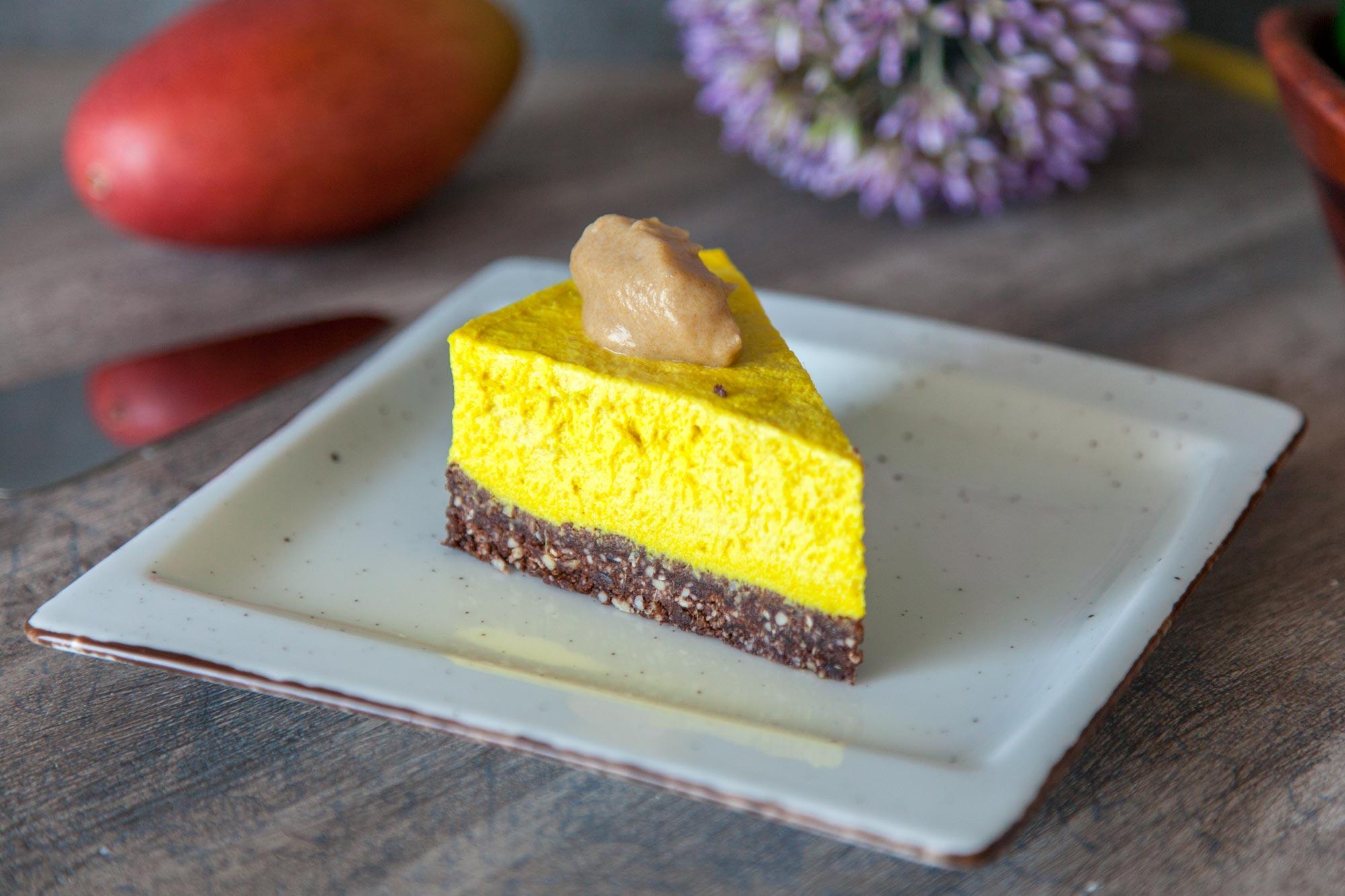 Presna mango torta s slano karamelo